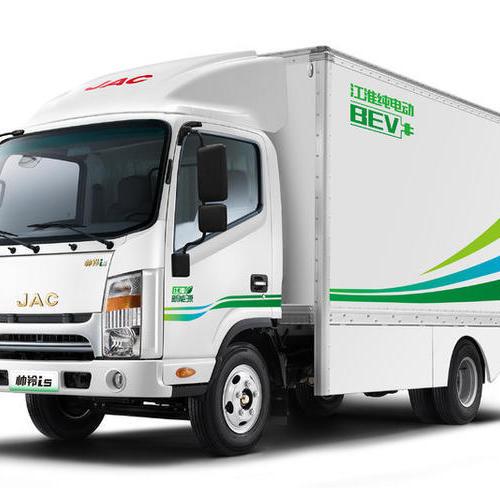 教你如何从容避让新能源货车?